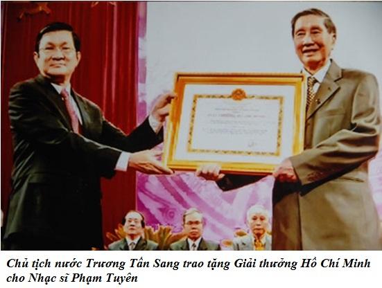 Chu tich nuoc Truong Tan Sang tang giai thuong HCM cho Pham Tuyen